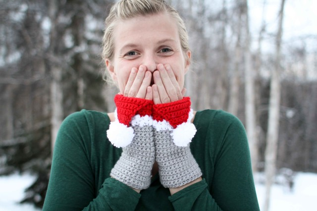 Santa Hat Mitts Crochet Pattern